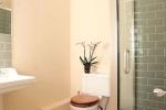 Garden Cottage - spacious bathrooms