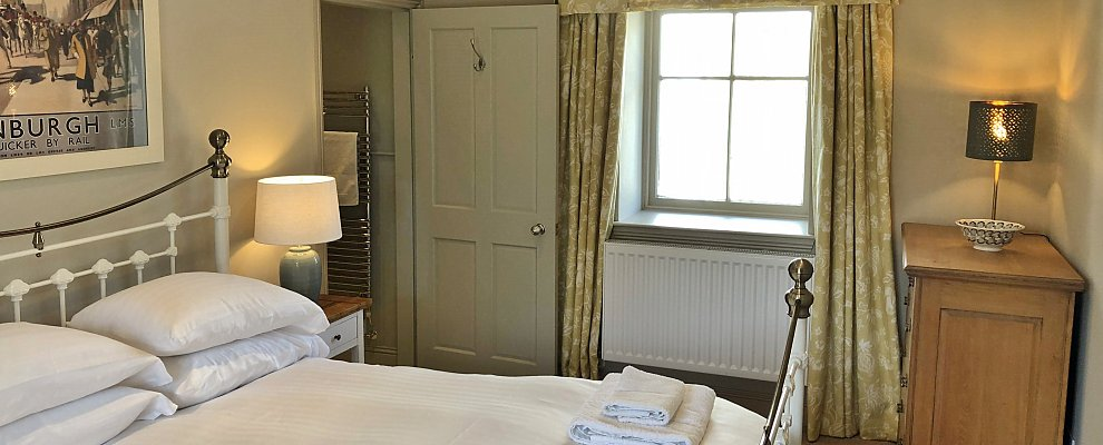 Home Farm Cottage Double Bedroom